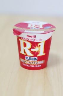 明治R-1低脂肪のパッケージ