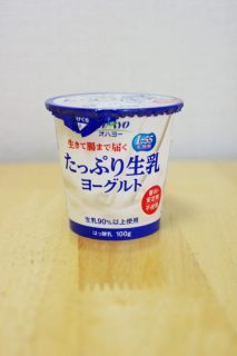 たっぷり生乳ヨーグルトのパッケージ